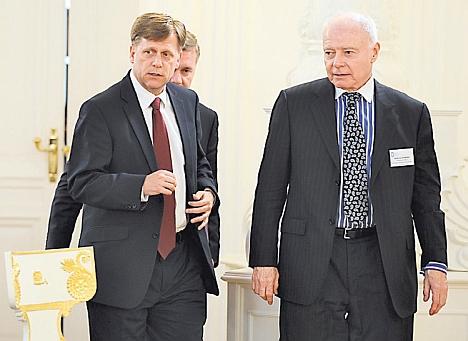 U.S. Ambassador Michael McFaul (left) and AmCham's Andrew Somers. Source: Kommersant
