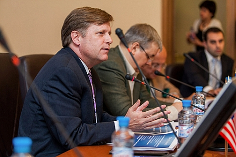 U.S. Ambassador in Russia Mikhail McFaul taking the floor at Higher School of Economics. Source: Press Photo / m-mcfaul.livejournal.com