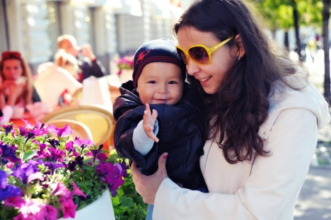 Yevgenia Lazareva with her son Fyodor. Source: Press Photo