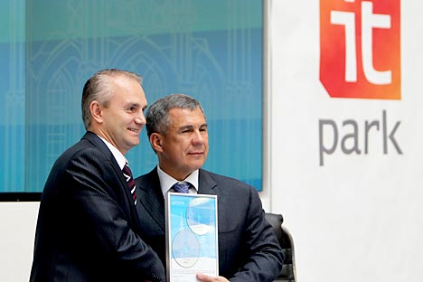 Microsoft Russia president Nikolai Pryanishnikov, left, and Tatarstan president Rustam Minnikhanov during the presentation of the Tatar editions of Microsoft Windows 7 and Microsoft Office 2010. Source: RIA Novosti / Roman Kruchinin