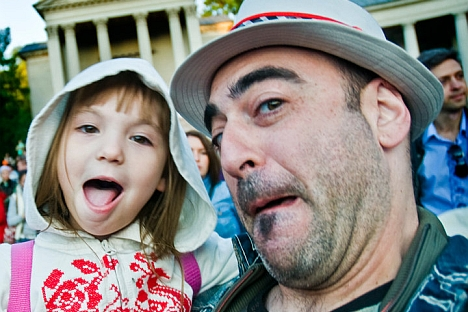 "Marco North, a creative director for an International art studio in Moscow, approaches his blog ""Impressions of an Expat"" very professionally, perhaps because of his parallel career as a novelist. Pictured: Marco and his daughter Eva. Source: Press P"