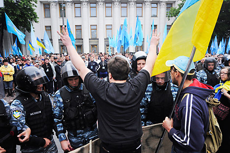 Ukrainian riot police officers block opposition activists during a protest rally in Kiev, Ukraine,Tuesday, June 5, 2012. Several thousand flag-waving activists staged a noisy protest outside the parliament building, protesting the bill that would keep Ukrainian as the only official language in the country, but Russian could be used in courts, hospitals and other institutions in Russian-speaking regions. Defying vehement opposition, Ukraine's pro-government lawmakers on Tuesday gave tentative approval to a hotly contested bill that would allow the use of the Russian language alongside Ukrainian in some regions. Source: AP Photo / Sergei Chuzavkov