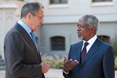Russian Foreign Minister Sergei Lavrov, left, and UN/LAS Special Envoy Kofi Annan having a conversation durng a meeting at the Russian foreign ministry reception house. Source: RIA Novosti / Eduard Pesov