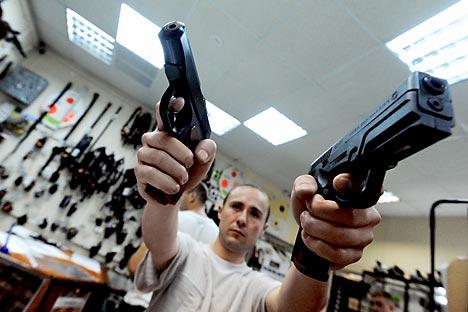 Arma usada por Pomazun foi desenvolvida a partir de fuzil Kalashnikov Foto: Kommersant