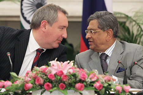 Russian Deputy Prime Minister Dmitry Rogozin, left, meets with Indian External Affairs Minister Somanahalli Mallaiah Krishna. Source: RIA Novosti / Sergey Mamontov