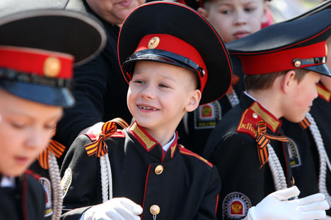 Russia's authorities are going to improve the training of cadet schools to make them like elite European boarding schools . Source: ITAR-TASS