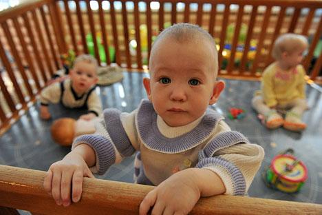 Emenda à legislação proibindo adoção de crianças russas por casais gays no exterior deve ser apresentada até início de julho Foto: RIA Nóvosti/Vladímir Pesnia