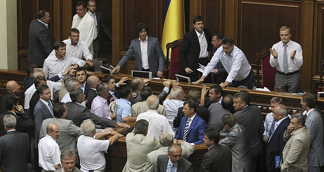 Ukraine's parliament in early June rushed through a contentious draft law upgrading the use of Russian in the country, sparking scuffles between deputies of the pro-government majority and those of the opposition who were caught off-guard.  Reuters /