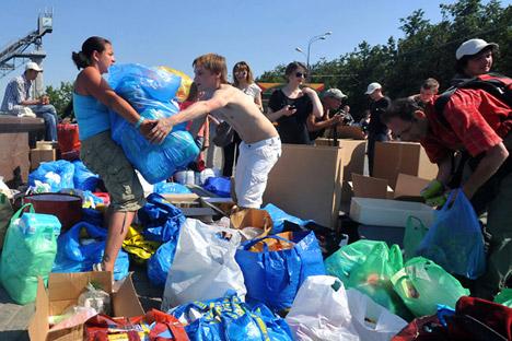 Voluntários trabalharam ativamente nas regiões afetadas por enchentes em setembro passado Foto: RIA Nóvosti