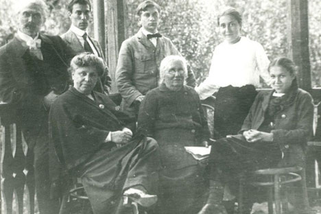 The family of Pasternak: Boris Pasternak is on the top second from left, Lydia is on the front right. Source: Press photo