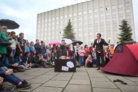 The Festival of Street Theaters in Russia's Arctic town of Arkhangelsk  attracts more than 1.5 million spectators and 250 theater troupes from across the globe. Source: Alexander Ganyushin
