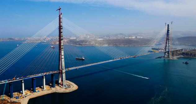 The bridge in Vladivostok links Russky Ostrov to the mainland. It has been constructed before the 2012 APEC summit. Source: ITAR-TASS