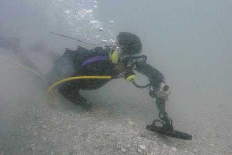 At the bottom of Ussuri Bay in Vladivostok, Primorskiy Territory. Source: AP