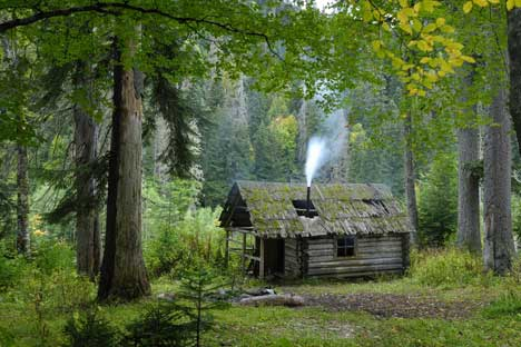 House in woods: a traditional Izba in Adygea. Source: Lori / Legion Media.