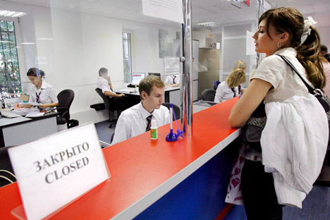 UK authorities told the Russian ambassador in London that UK has not introduced any visa restrictions and have made no political decisions on the issue of the Magnitsky list. Pictured: The visa center in the UK Embassy in Moscow. Source: ITAR-TASS