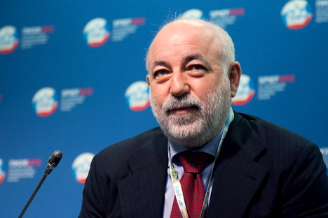 "Viktor Vekselberg: ""It was very interesting for me to see how a completely undeveloped territory like Russky Island was developed into an urban center in such a short period of time."" Source: ITAR-TASS"
