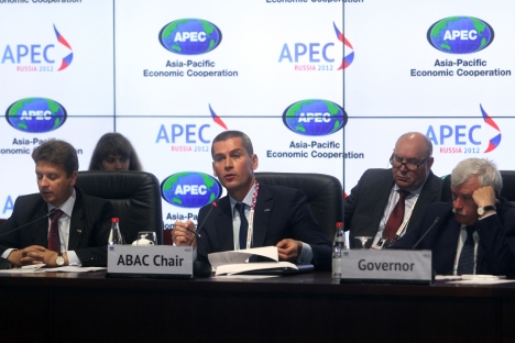 Ziyavudin Magomedov (in the middle) represents Russia in an advisory role at APEC. Source: PhotoXPress