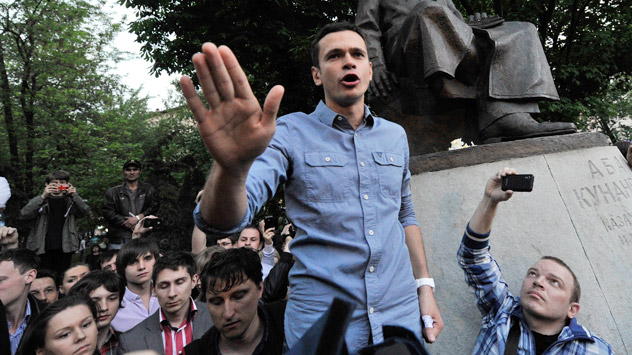 Ilya Yashin (pictured), one of the leaders of the Solidarnost political movement, told reporters that members of the opposition might start using social slogans. Source: RIA Novosti / Alexey Kudenko