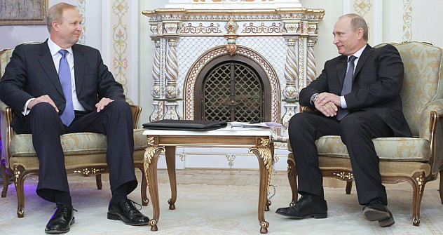 Thinking big: BP's President Robert Dudley and Russia's President Vladimir Putin at their meeting in Russia in 2011. Source: RIA Novosti / Alexey Druzhinin