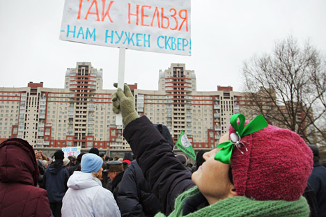 Russia's grassroots associations make attempts to establish dialogue with authorities to resolve community problems. Pictured: Participants of a rally against ongoing construction of modern high-rise apartment buildings in St. Petersburg. Source: ITA
