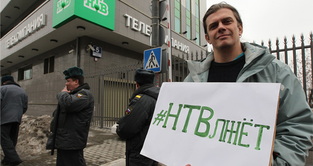 "A participant taking part in the rally at Ostankino TV Center to protest against Russian TV channel NTV which broadcast the ""Anatomy of Protest 2"" documentary. The slogan reads: ""NTV lies."" Source: PhotoXPress"
