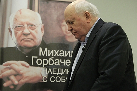 "Former Soviet President Mikhail Gorbachev giving autographs during the presentation of his new book - ""Alone with myself."" Source: Rossiyaskaya Gazeta / Viktor Vasenin"