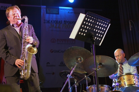 Russia's prominent jazz musician Igor Butman (left) performing during the Jazz Province festival in Russian regions. Source: Igor Filonov