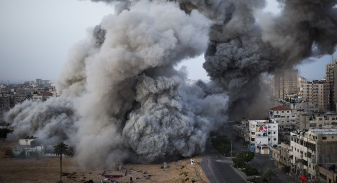 The Israeli military widened its range of targets in the Gaza Strip last Sunday, sending its aircraft to attack two buildings used by both Hamas and foreign media outlets. Source: AP