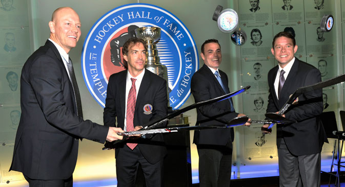 Hockey Hall of Fame 2012 inductees Sundin, Sakic, Oates and Bure flip pucks off hockey sticks during a news conference in Toronto. Source: Reuters / Mike Cassese