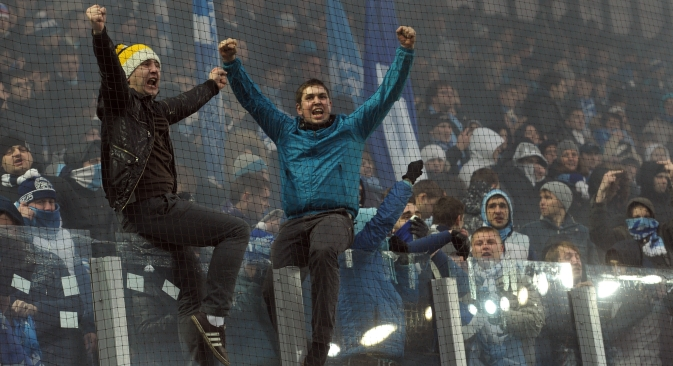 True fans and hooligans alike may soon adhere to new rules at soccer matches, as a federal law regarding soccer fans is to be adopted in Russia in the near future. Source: Kommersant