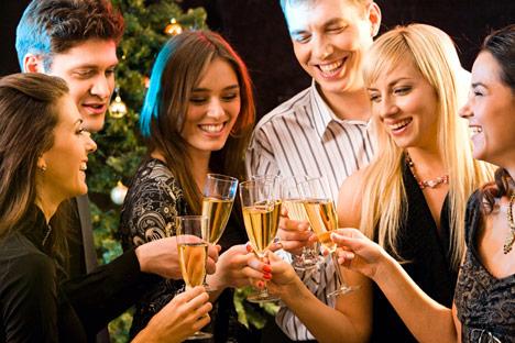 También se brinda con champán para recibir el año. Fuente: PhotoXPress
