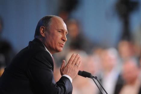 La primera rueda de prensa multitudinaria de Putin fue más informal. Fuente: ITAR-TASS