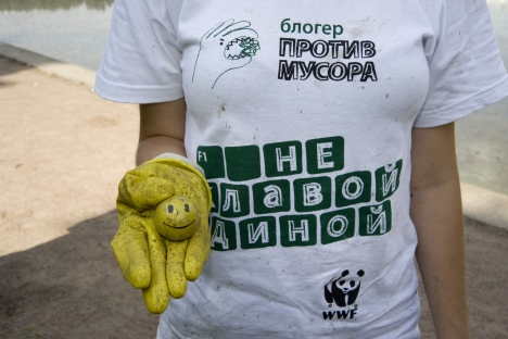 More than 30,000 people all over Russia cleaned up their neighborhoods, parks and river banks by removing waste material that had been illegally disposed of in public spaces in the framework of the Blogger against Garbage project. Source: Press Photo