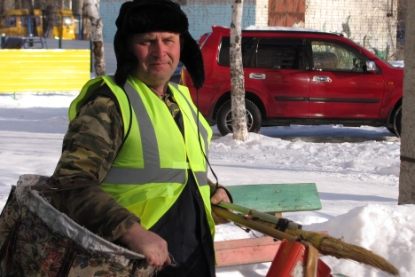 Sergei Nifashev, a janitor who is entirely satisfied with his profession. Source: Irina Korneeva