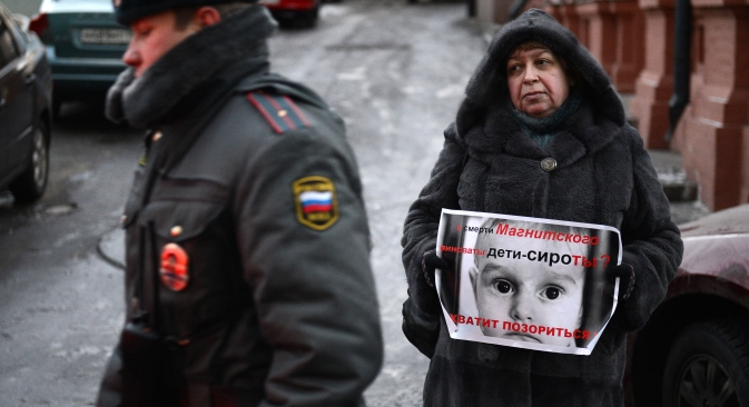 A participant in a picket against passing the law banning adoption of Russian children by American citizens, near the Russian State Duma. Source: RIA Novosti / Maxim Blinov