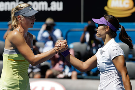 Maria Sharapova (left) has failed to make it into the first Grand Slam final of the year, losing out to China's Li Na. Source: AP
