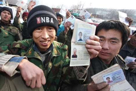 Chinese migrants showing their registration in Russia's Far East. Source: RIA Novosti / Vitaly Ankov