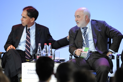 Skoltech President Edward Crawley and head of the Skolkovo Foundation Viktor Vekselberg (L-R) at the international innovation forum, Rusnanotech 2011. Source: RIA Novosti / Ilya Pitalev