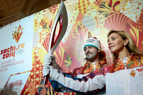 Russian World Champion in ice dancing Ilia Averbukh, left, and Olympic Champion in ice dancing Tatyana Navka present the Olympic torch for 2014 Sochi Winter Olympics, in Moscow. Source: AP Photo / Mikhail Metzel