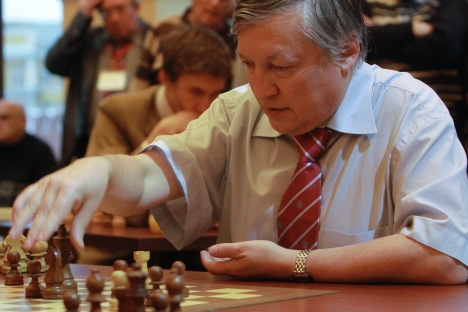 Three-time world chess champion and current State Duma United Russia Duma deputy, Anatoly Karpov, is suspected to be a foreign agent lobbying for Japan Tobacco. Source: RIA Novosti / Mikhail Fomichev