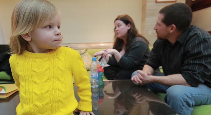American family receive documents for adoption. Whitney Olson and Dack Little with Russian girl Alyona adopted by them. Source: RIA Novosti / Vitaly Belousov