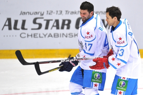 Russian hockey players Alexander Radulov and Pavel Datsyuk (L-R) during the KHL championship in Chelyabinks. Source: RIA Novosti / Alexey Kudenko