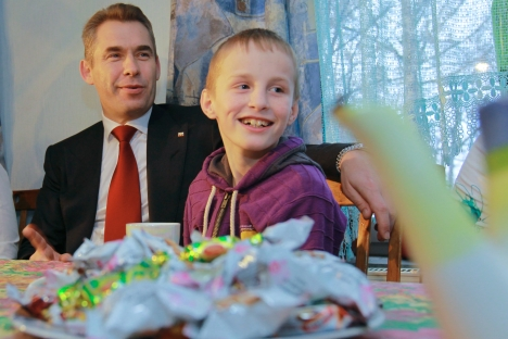 Russian children's rights ombudsman Pavel Astakhov visiting Russian orphan Artyom Savelyev who came from the U.S. to Moscow in 2010 because his adoptive American adoptive mother rejected him. Source: RIA Novosti / Vitaly Belousov