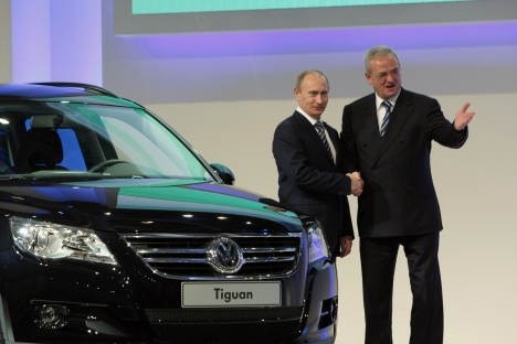 Russian then-Prime Minister Vladimir Putin and Volkswagen Chairman Martin Winterkorn (L-R) during a ceremony to launch complete knock-down kit assembly at a Volkswagen plant in Kaluga. Source: RIA Novosti / Aleksey Nikolsky