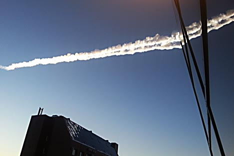 A contrail is seen over Chelyabinsk on Friday, Feb. 15, 2013. Source: ITAR-TASS