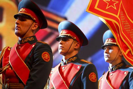 Data é celebrada em estilo militar em diversas cidades russas. Foto: ITAR-TASS