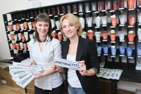 Maria Novoselok and her business partner Alexandra Panyshina (L-R) launched a website for mothers, baby-nomer.ru. Source: Vedomosti / Fotoimedia