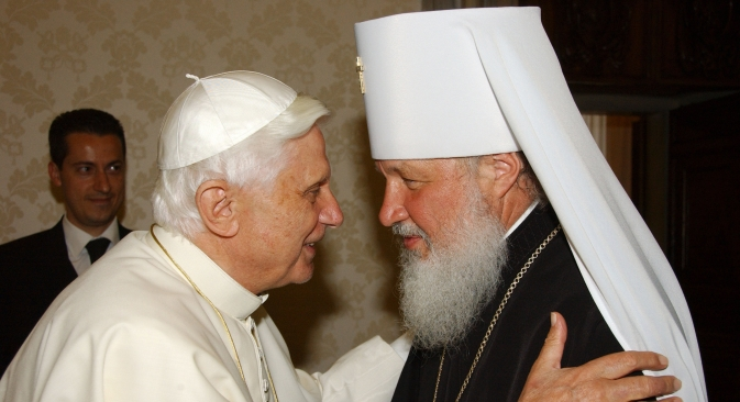 Pope Benedict XVI (left) greets Metropolitan of Smolensk Kirill, a senior representative of the Russian Orthodox Church at the Vatican on May 18, 2006. Source: AFP