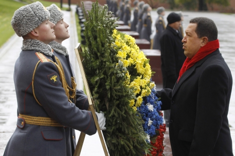 Venezuela's President Hugo Chavez takes part in a wreath-laying ceremony at the Tomb of the Unknown Soldier by the Kremlin wall in Moscow, October 15, 2010. Source: Reuters / Vostock Photo