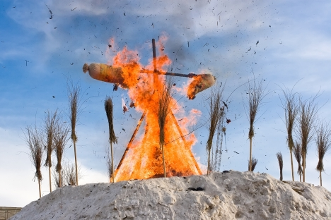 One of the most popular Maslenitsa's festivities is building and burning scarecrows. Source: Lori / Legion Media